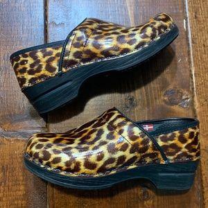 Sanita Cheetah Print Clogs